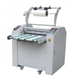Laminating machine with toothed cutter
