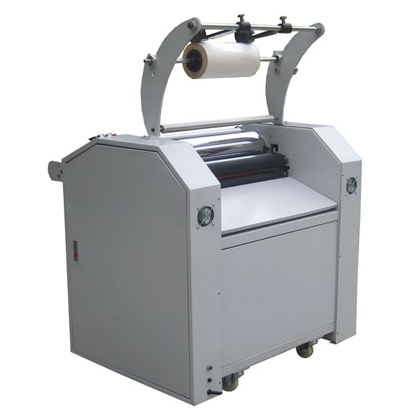 Laminating machine with knife